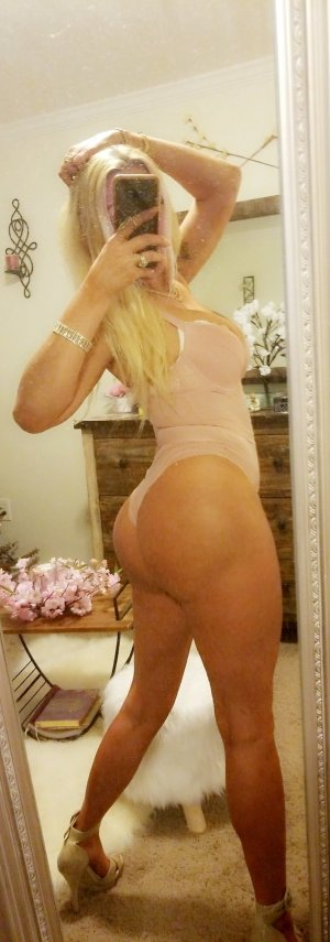 Mimouna escort girl