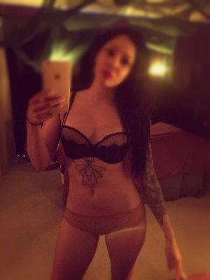 Lunah escorts services in Markham
